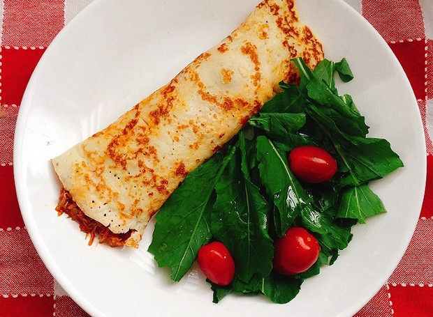 Panqueca de frango com salada (Foto: Divulgação)