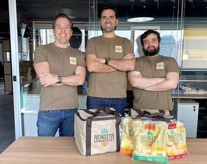 Empreendedores faturam R$ 3,5 milhões vendendo tabletes de mandioca
