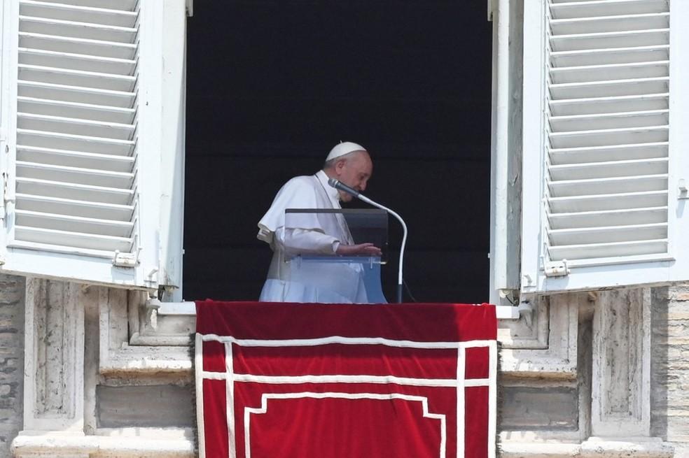 Imagem do Papa em 4 de julho de 2021, durante a celebração de domingo, antes de ir para o hospital onde será operado — Foto: Andreas Solaro / AFP