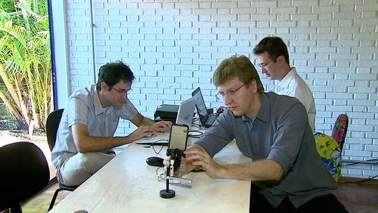 Ex-alunos da USP criam tecnologia para exame dos olhos