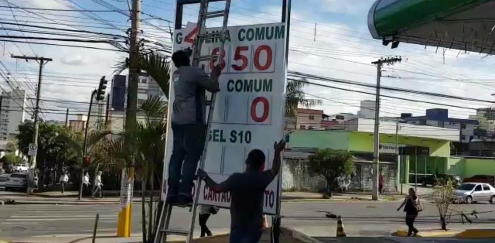 Posto é obrigado pela Polícia a reduzir preço da gasolina. (Foto: Polícia Civil/Divulgação)
