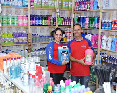 Casal muda negócio e aposta na venda de produtos de limpeza na pandemia