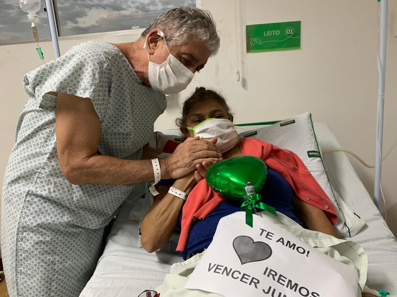 Casal diagnosticado com Covid-19 comemora bodas de esmeralda em hospital de Teresina: 'Iremos vencer juntos'