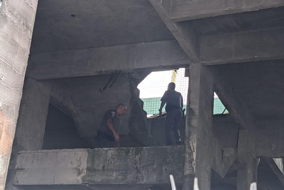 Adolescente de 12 anos caiu em um prédio em construção, ao lado de seu apartamento — Foto: Reprodução/Praia Grande Mil Grau