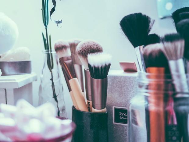 Pinceis de maquiagem (Foto: Jamie Street on Unsplash)