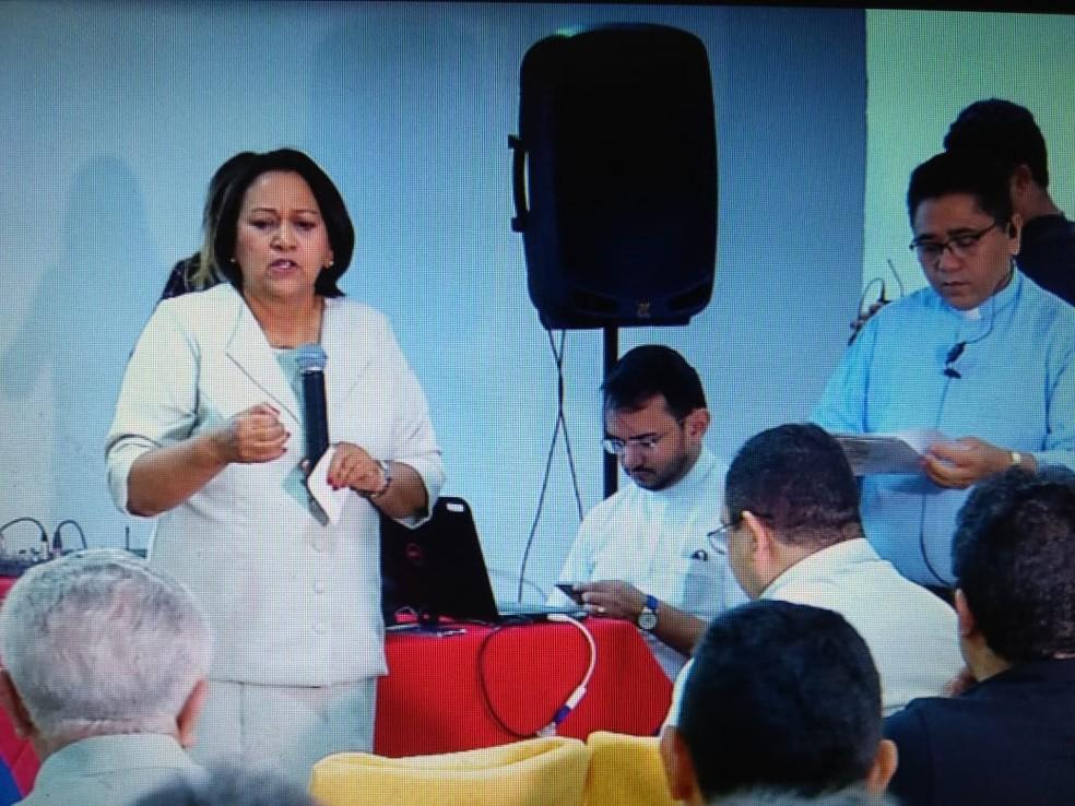 Fátima Bezerra (PT) foi ao evento organizado pela Arquidiocese de Natal — Foto: Reprodução/Inter TV Cabugi