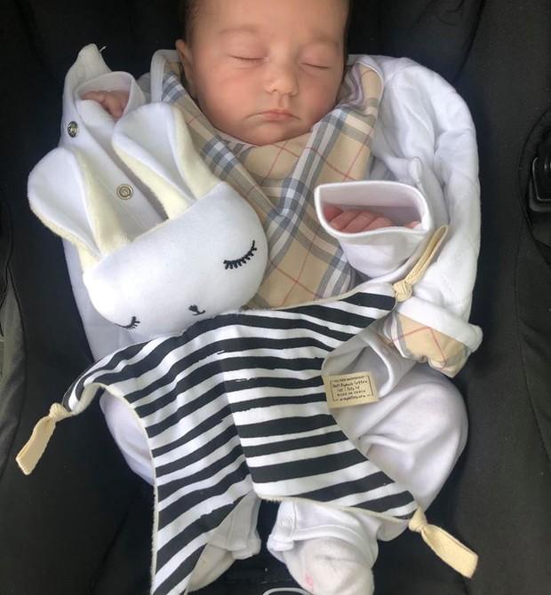 Uma das gêmeas, filha de Antonio (Foto: Reprodução Facebook)