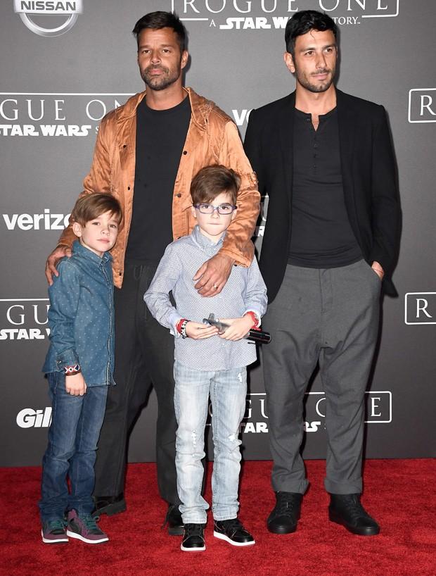 Ricky Martin e Jwan Yosef com os gêmeos Matteo e Valentino (Foto: Getty Images)