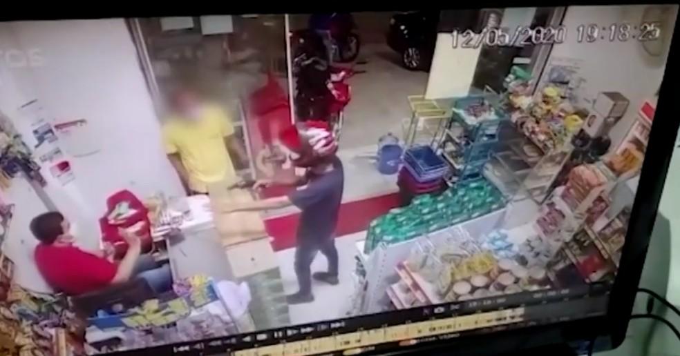 Dono de mercadinho é morto a tiros em Feira de Santana — Foto: Reprodução/TV Subaé