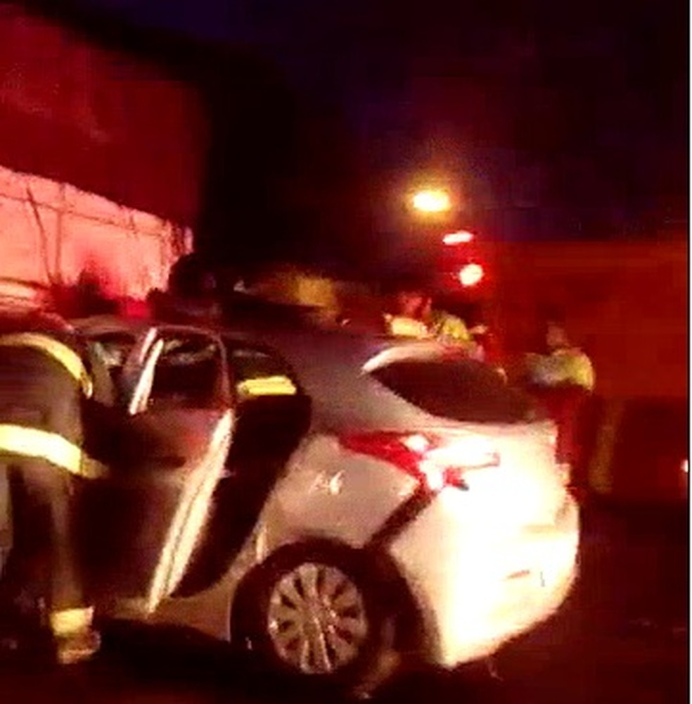 Motorista ficou ferido e foi socorrido pelo Corpo de Bombeiros (Foto: Arquivo Pessoal/Luis Paulo Siqueira)
