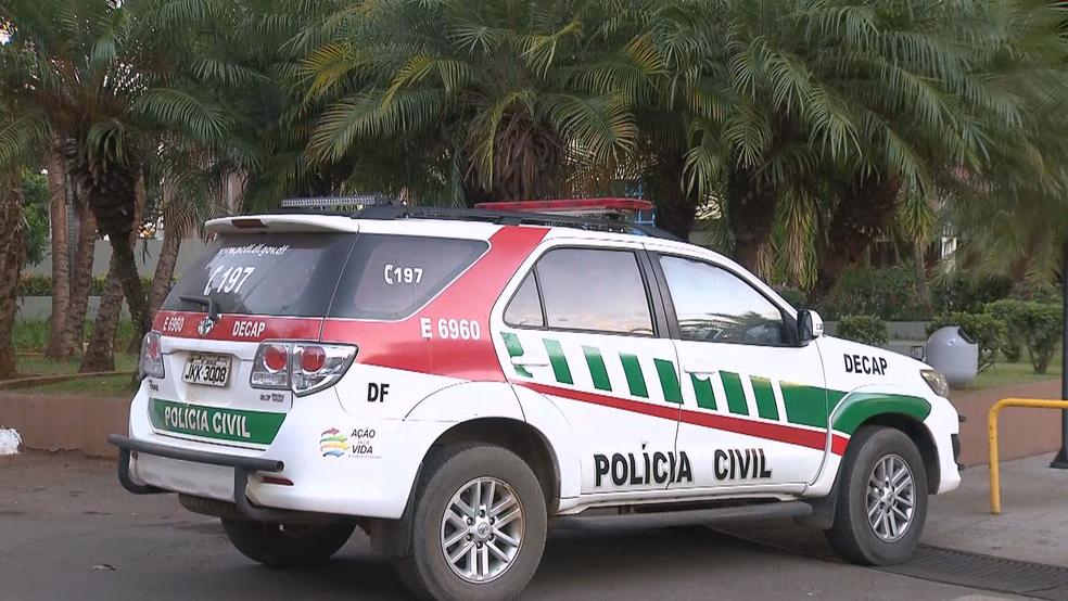 Carro da Polícia Civil em operação no DF — Foto: Reprodução/TV Globo