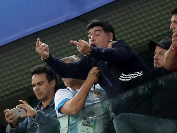SAINT PETERSBURG, RUSSIA - JUNE 26:  Diego Armando Maradona reacts following the 2018 FIFA World Cup Russia group D match between Nigeria and Argentina at Saint Petersburg Stadium on June 26, 2018 in Saint Petersburg, Russia.  (Photo by Alex Morton/Getty  (Foto: Getty Images)