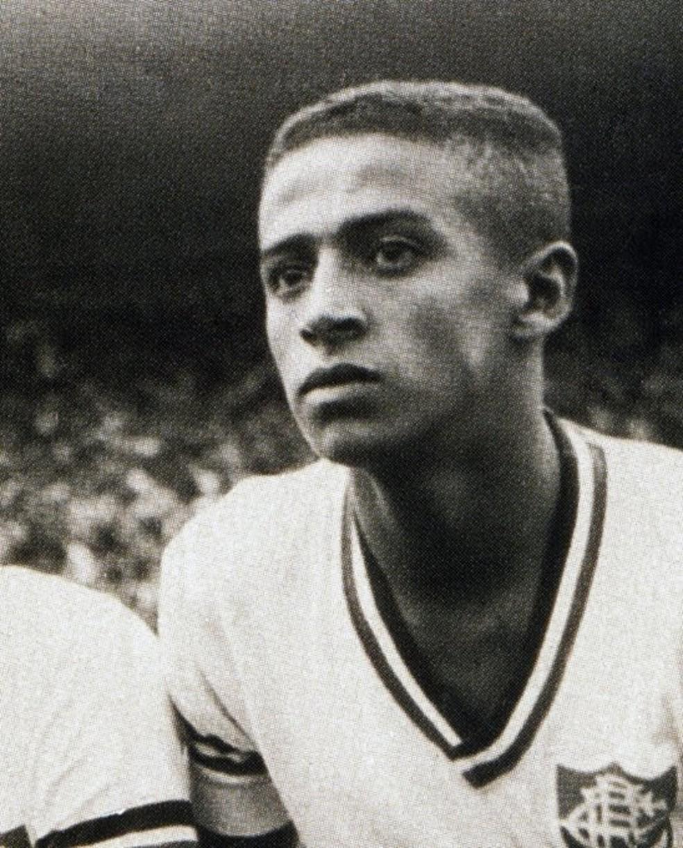 Altair era lateral-esquerdo e foi o quarto jogador que mais vezes vestiu a camisa do Fluminense — Foto: Reprodução