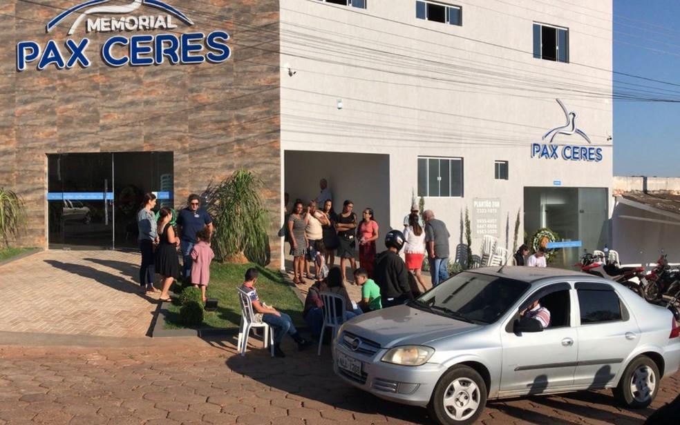 Corpo de Isabella Amaral Vieira é velado em Ceres, (Foto: Adriano Reges/ TV Anhanguera)