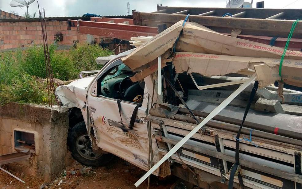 Veículo foi parar em um barranco (Foto: Luciano Silva/Arquivo pessoal)