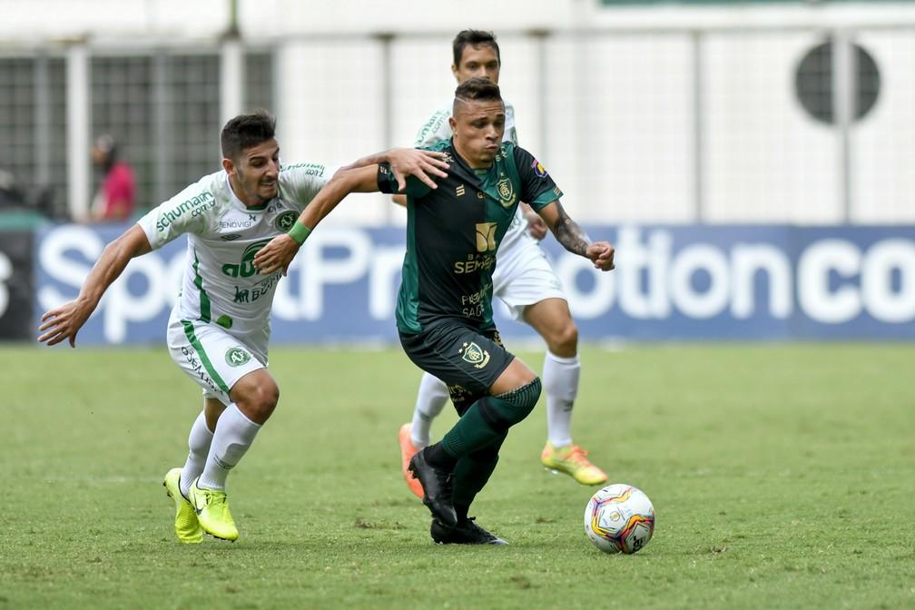 Nos confrontos diretos, América-MG e Chapecoense empataram duas vezes — Foto: Mourão Panda / América-MG