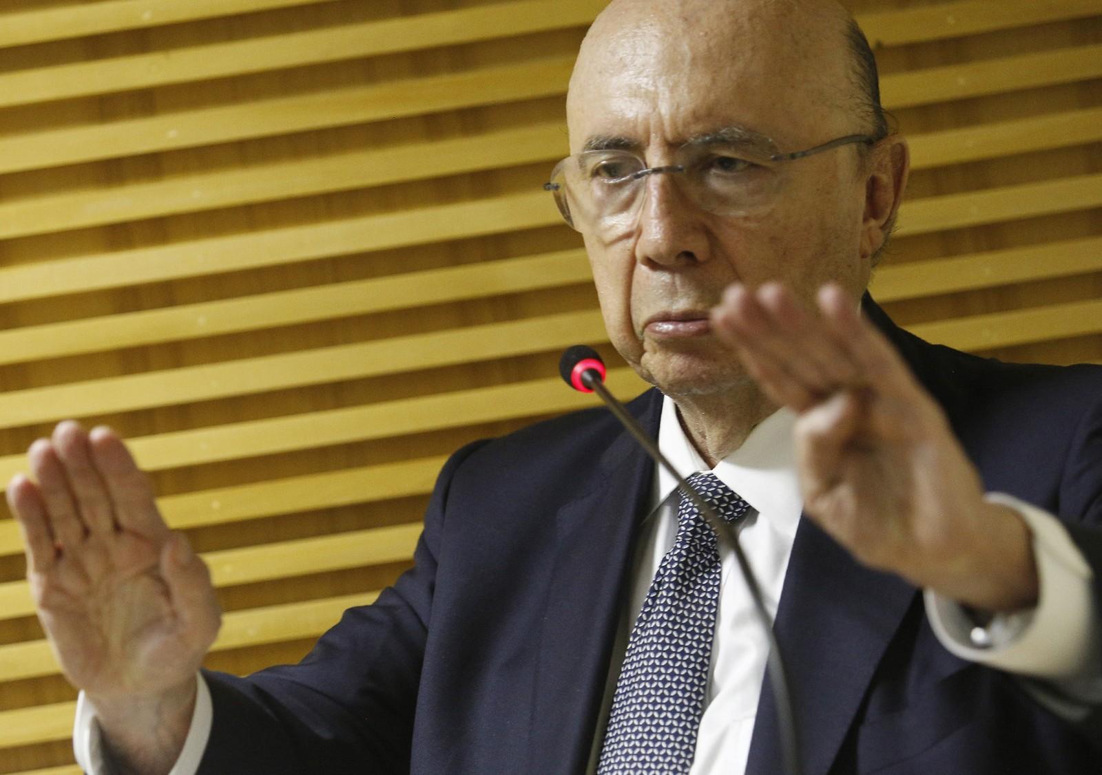 Photo of 'Primeiro tem que preservar a vida, depois a economia', diz Meirelles