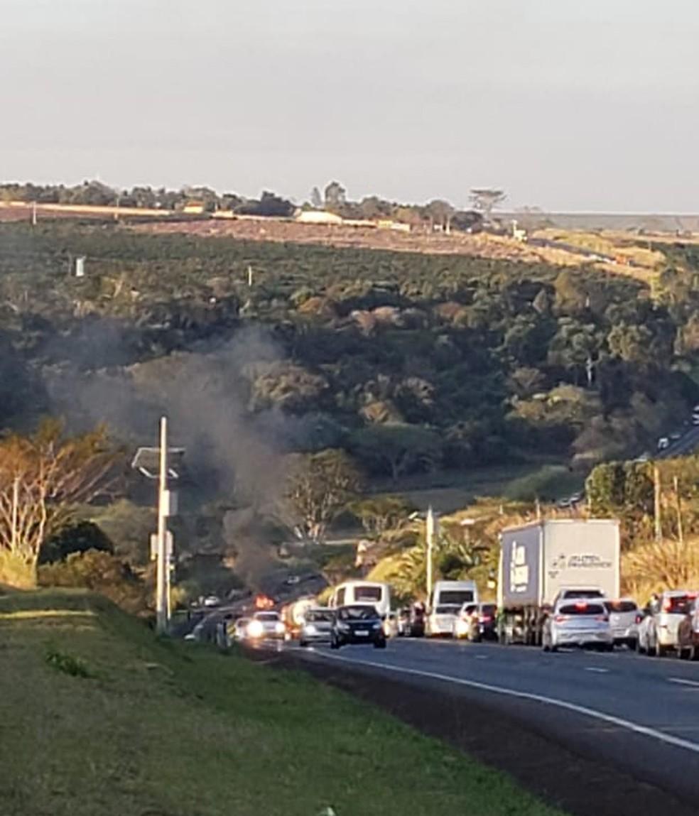 Congestionamento se formou no local do acidente entre Jaú e Bocaina  — Foto: Arquivo pessoal