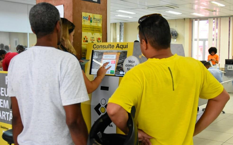 Totem eletrônico para consulta de débitos já está instalado e disponível no Detran (Foto: Divulgação/Detran)