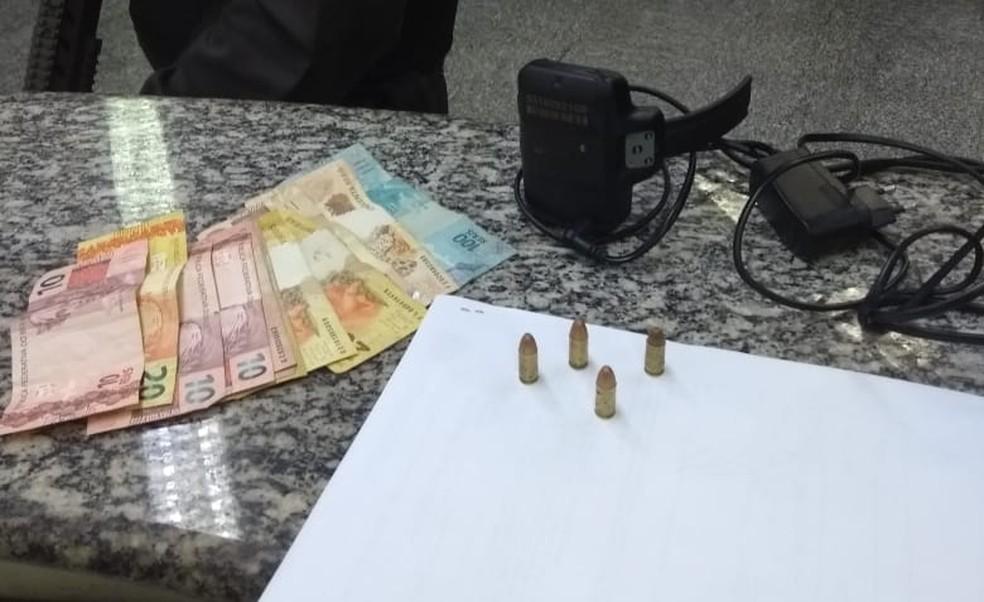 Material apreendido foi levado para a delegacia de Porto Real — Foto: Divulgação/Polícia Militar