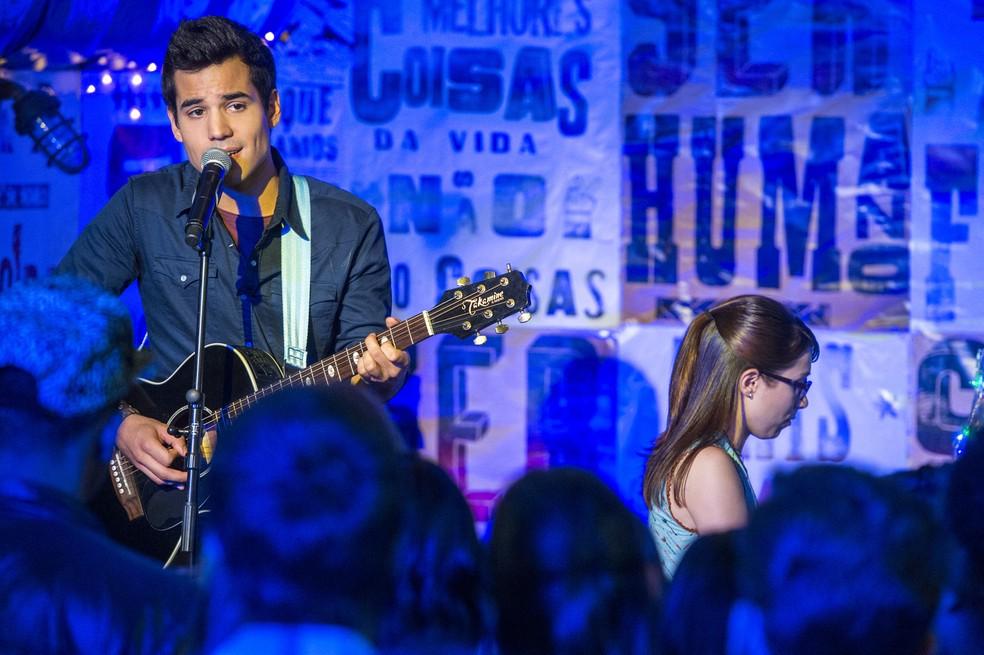 Guto (Bruno Gadiol) e Benê (Daphne Bozaski) na Balada Cultural em 'Malhação - Viva a Diferença' — Foto: Estevam Avellar/Globo