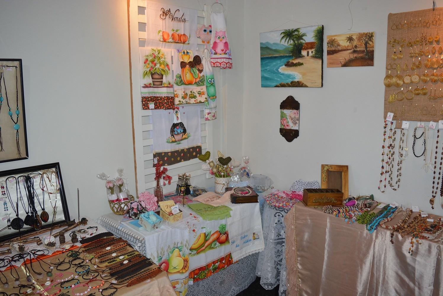 Casa de cultura de São Pedro da Aldeia, RJ, recebe exposição de artesanato  - Notícias - Plantão Diário