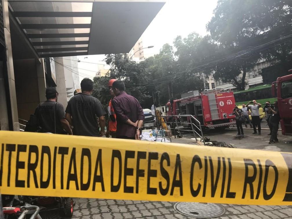 Defesa Civil interditou Hospital Badim — Foto: Cristina Boeckel / G1