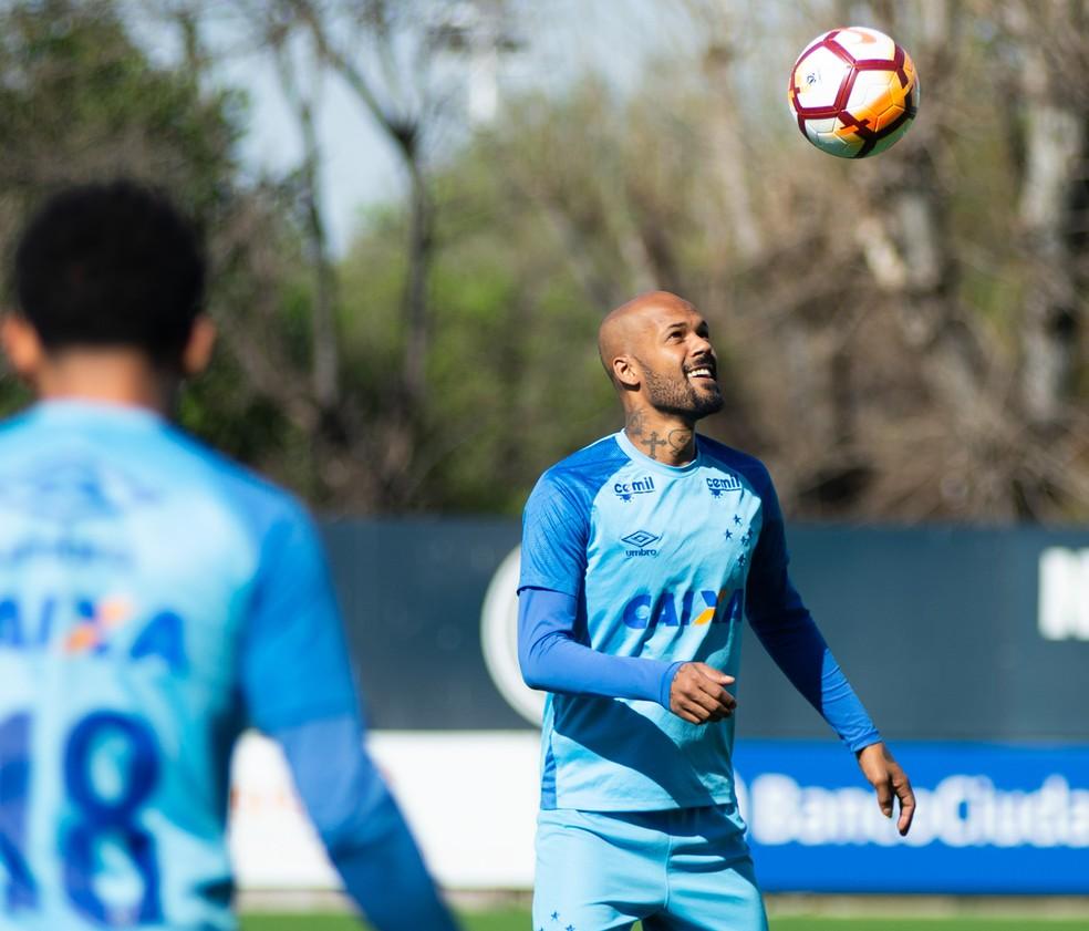 ... Bruno Silva jogou pouco pelo Cruzeiro em 2018 e está na mira do  Fluminense — Foto 6f866be4179d2