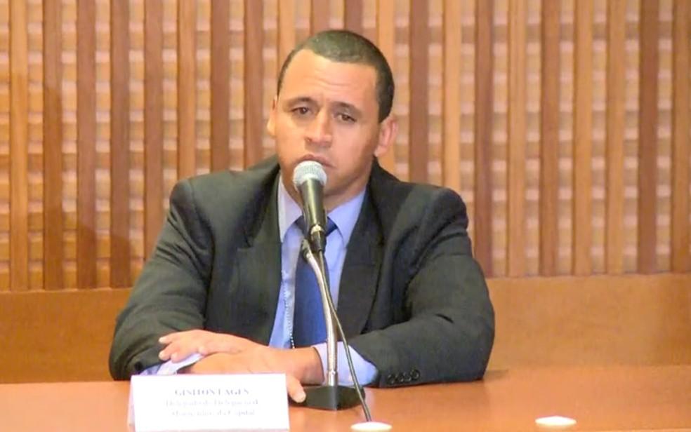Delegado Giniton Lages durante entrevista após a prisão de dupla acusada de matar Marielle e Anderson — Foto: Reprodução/TV Globo