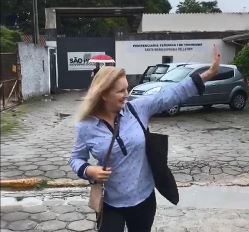 Elize Matsunaga deixa presídio na saída temporária de Natal e Ano Novo — Foto: Michelle Mendes/G1