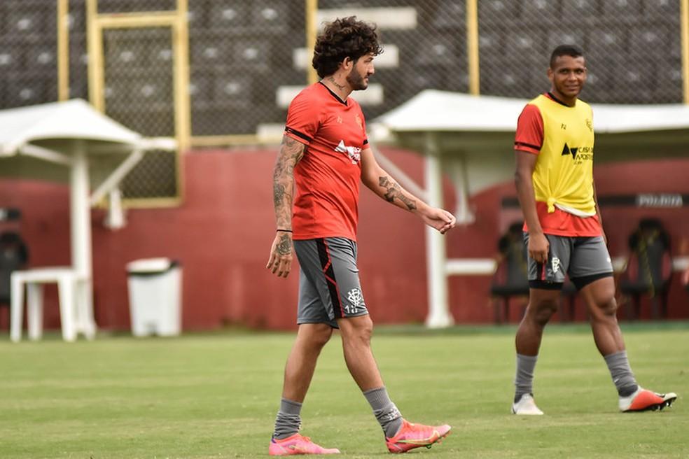 Fernando Neto em treino do Vitória — Foto: Pietro Carpi / EC Vitória / Divulgação