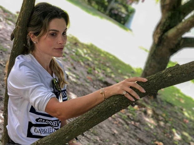 3141a718c9e14 Flávia Alessandra exibe pernas torneadas em clique feito pela filha ...