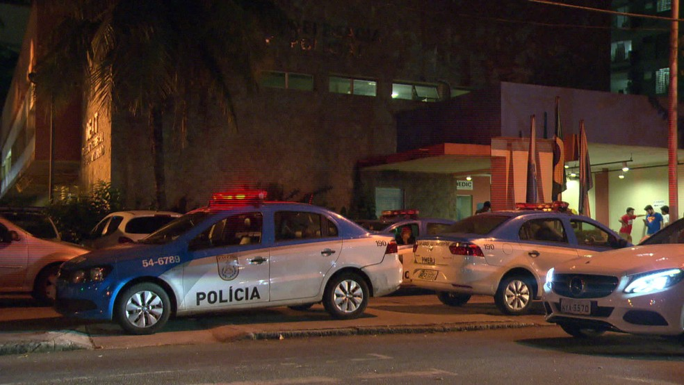 PMs foram feridos por bandidos durante tentativa de assalto (Foto: Reprodução TV Globo)