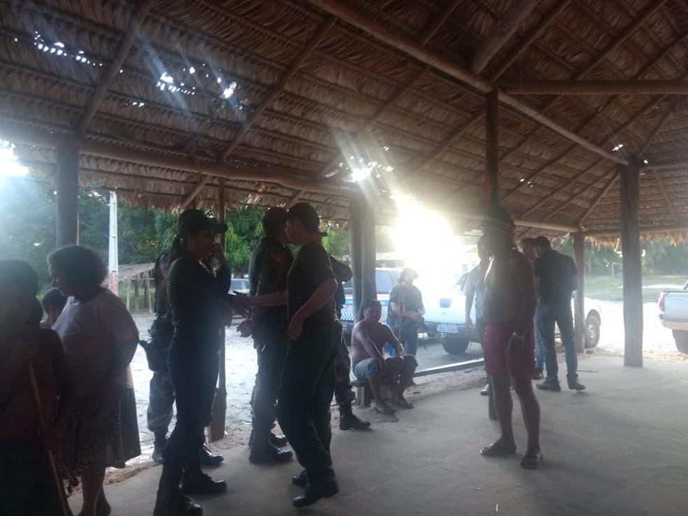 Agentes da Polícia Federal foram à reserva Alto Rio Guamá para mediar conflito entre índios e madereiros em Paragominas, no sudeste do Pará — Foto: Polícia Federal