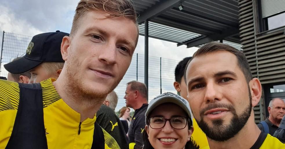 Jorge conseguiu registrar foto com Marco Reus em uma viagem à Alemanha — Foto: Arquivo Pessoal