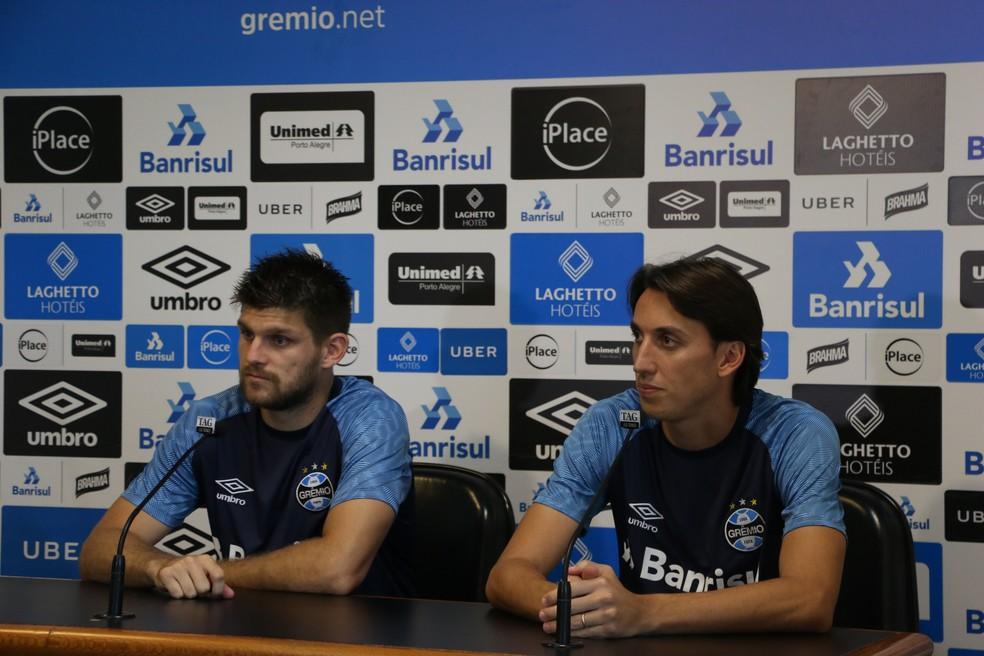 Kannemann e Geromel renovaram contrato — Foto: Eduardo Moura