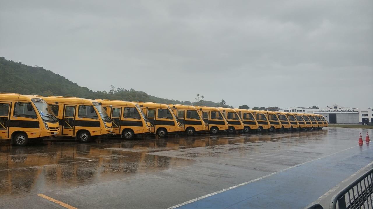 Ministros Onyx e Weintraub entregam ônibus escolares em SC - Notícias - Plantão Diário