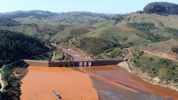 Rejeitos da barragem percorreram mais de 600 km e chegaram ao mar, poluindo o rio Doce pelo caminho (Foto: FELIPE WERNECK/ASCOM/IBAMA)