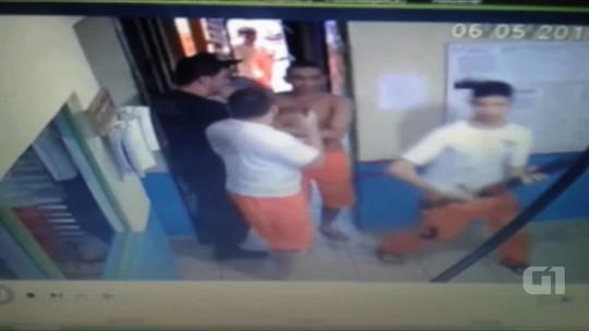 Vídeo mostra quando detentos rendem agente e fogem de cadeia em Piracanjuba