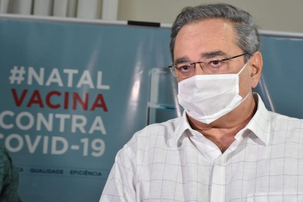 Álvaro Dias, prefeito de Natal, desiste de ser o primeiro a tomar a vacina em ato simbólico — Foto: Joana Lima