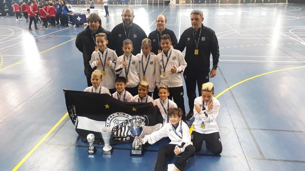 Time sub-9 do Santos é campeão da World Futsal Cup — Foto: Divulgação/V2MM