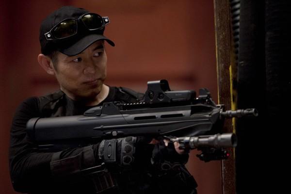 O ator Jet Li em cena da franquia Os Mercenários (Foto: Reprodução)