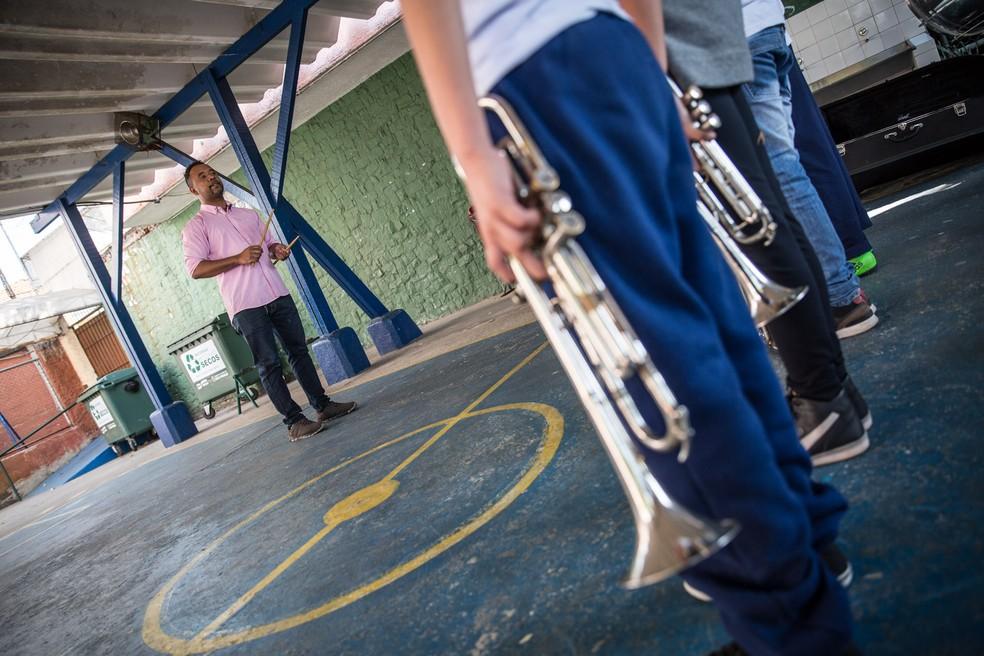 Para implementar a lei que prevê o ensino de música nas escolas, um dos entraves é a formação de professores — Foto: Fábio Tito/G1