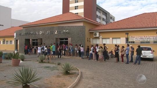 Com salário atrasado e sem 13º, médicos do Hospital Regional de Juazeiro paralisam atividades