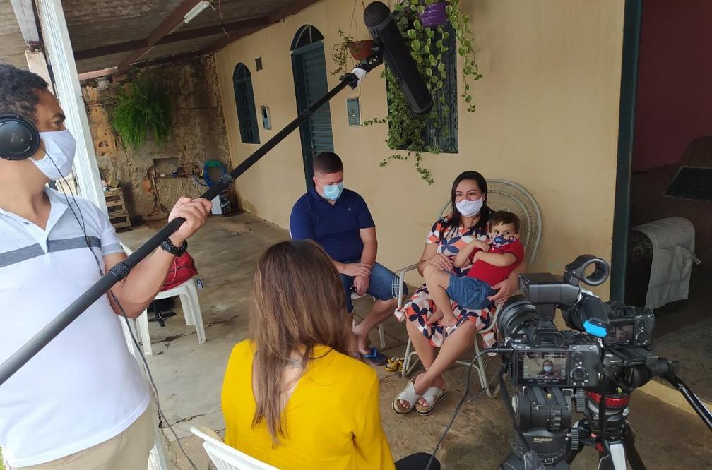 Repórter Giovana Teles em gravação em Brasília — Foto: Globo Repórter/ Reprodução