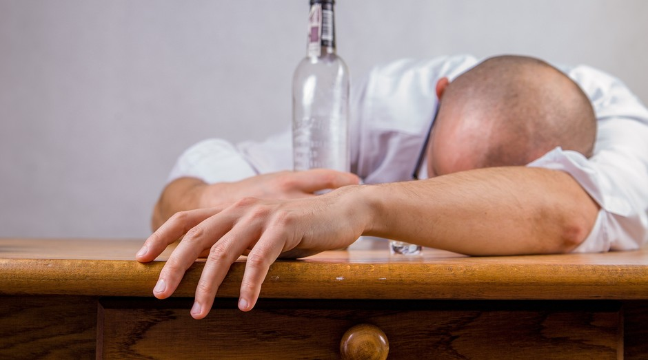 bebida, ressaca (Foto: Reprodução/Pexels)