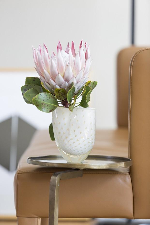 Como decorar cantinhos da casa com flores e vasos (Foto: Douglas Daniel)