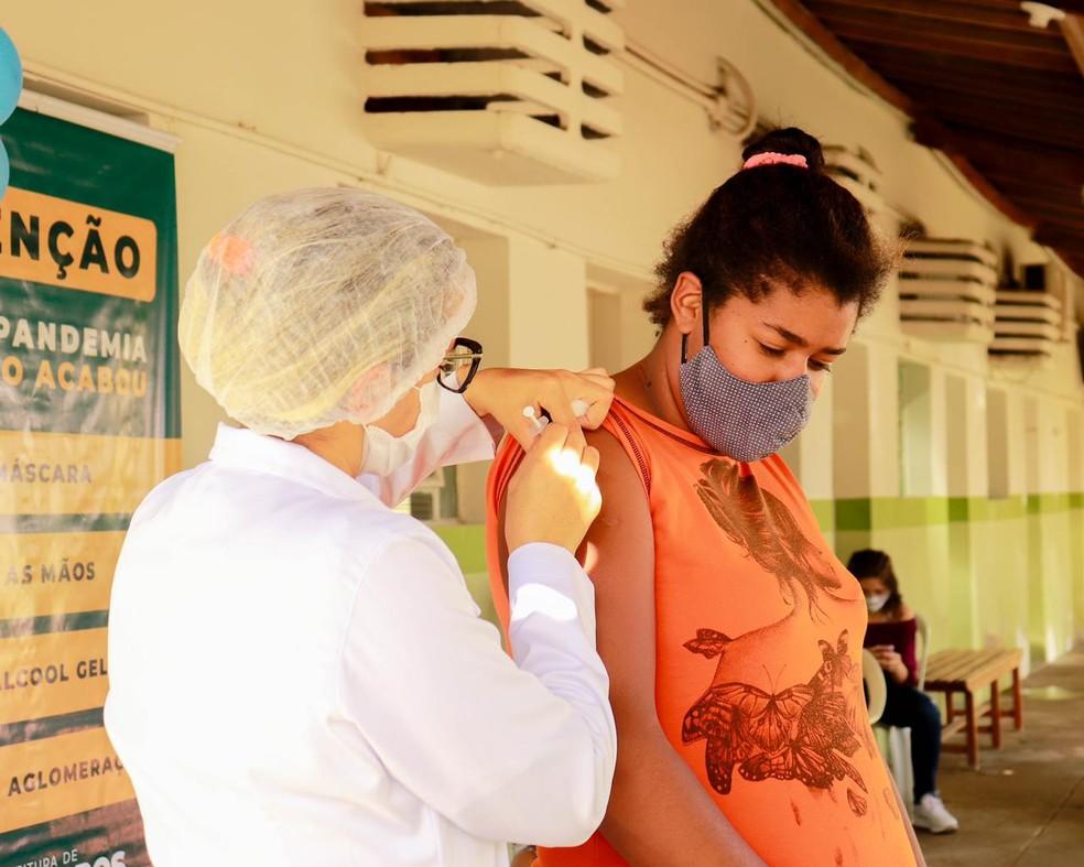 Vacinação contra a Covid-19 em Bezerros, no estado de Pernambuco, em maio de 2021 — Foto: Thiago Agnes/Divulgação