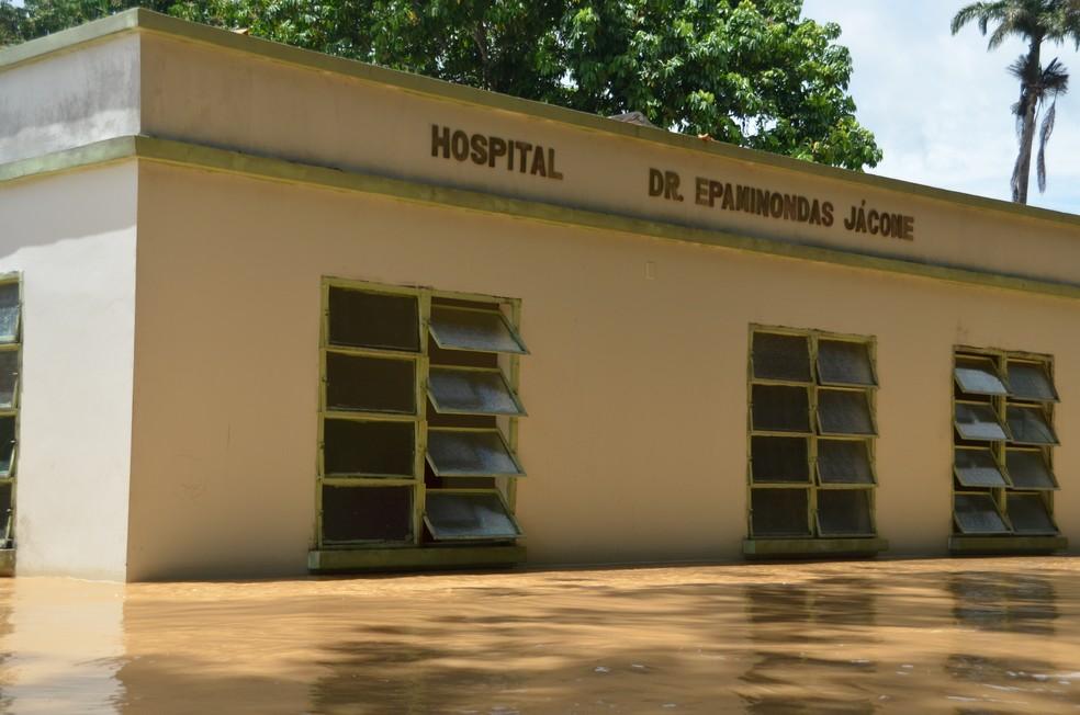 Hospital de Xapuri foi atingido pela enchente histórica em 2015 — Foto: Aline Nascimento/G1/Arquivo