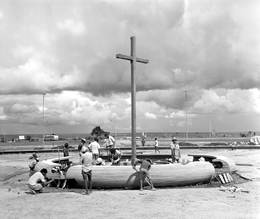 1974: Praça do Cruzeiro recebe tratamento paisagístico atual — Foto: Arquivo Público-DF/Divulgação